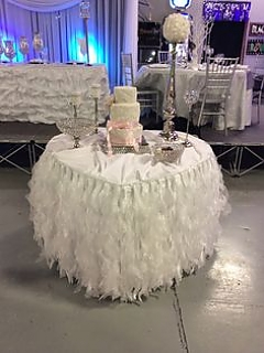 Heart shape cake table
